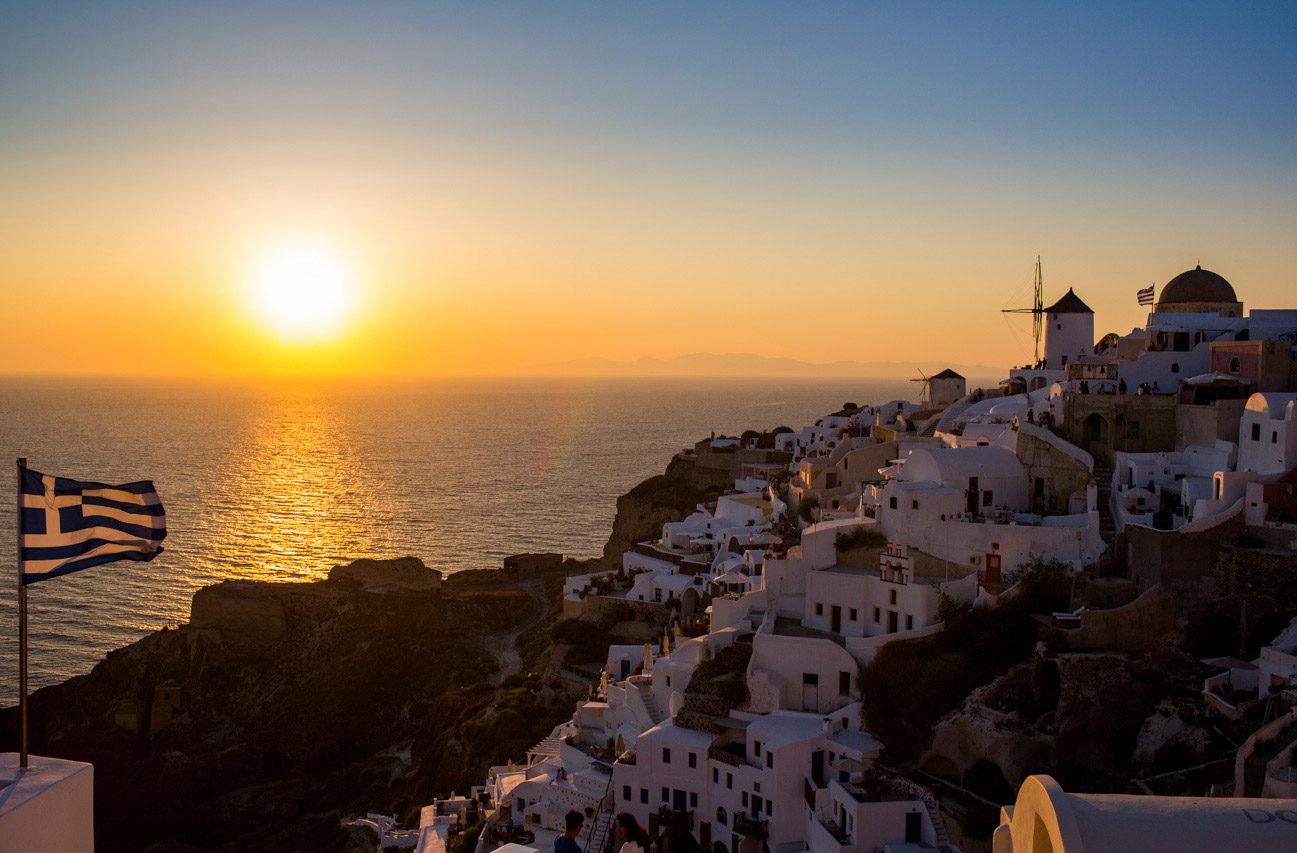 Greece-portraits-santorini-sunset-Match-Fit-honeymoon_0011