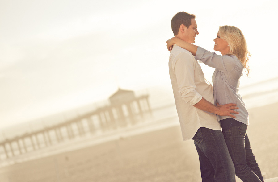 Manhattan-Beach-Pier-Engagement-Session_0005