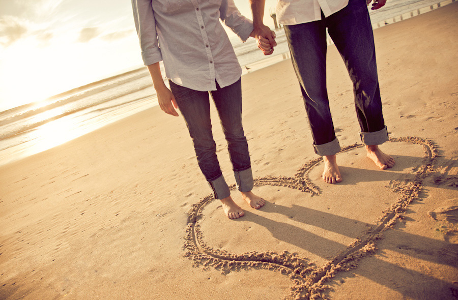 Manhattan-Beach-Pier-Engagement-Session_0010