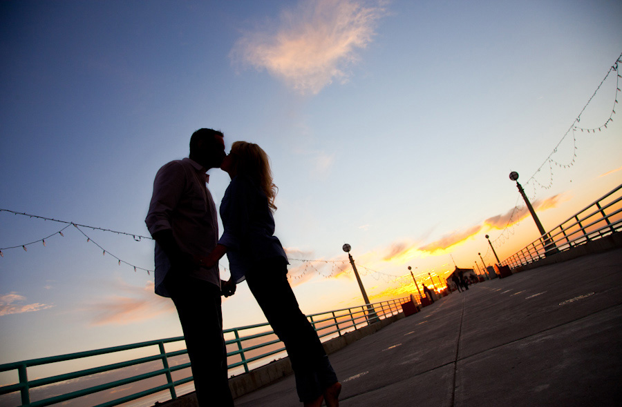Manhattan-Beach-Pier-Engagement-Session_0014